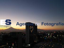 Edificio de Angelópolis ilumina un corazón