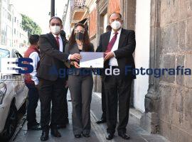 Funcionarios entregan informe del gobernador Miguel Barbosa en el Congreso del Estado