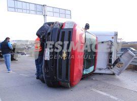 Volcadura de camioneta en Periférico ecológico